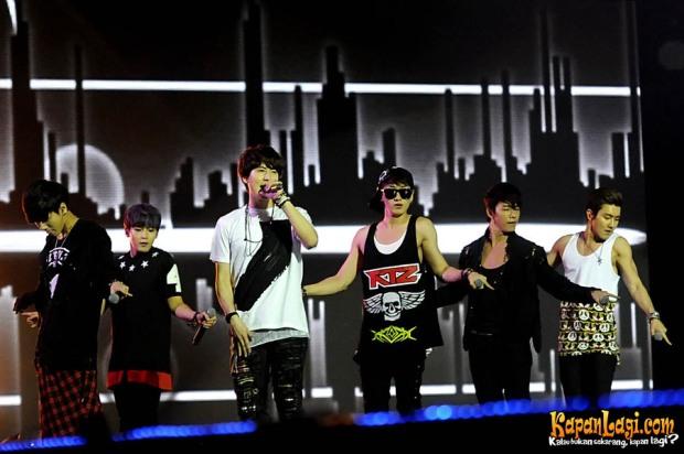 super_junior_k_pop_festival_music_bank_stadion_gelora_bung_karno_senayan_jakarta_09_maret_2013_1-20130310-002-bambang