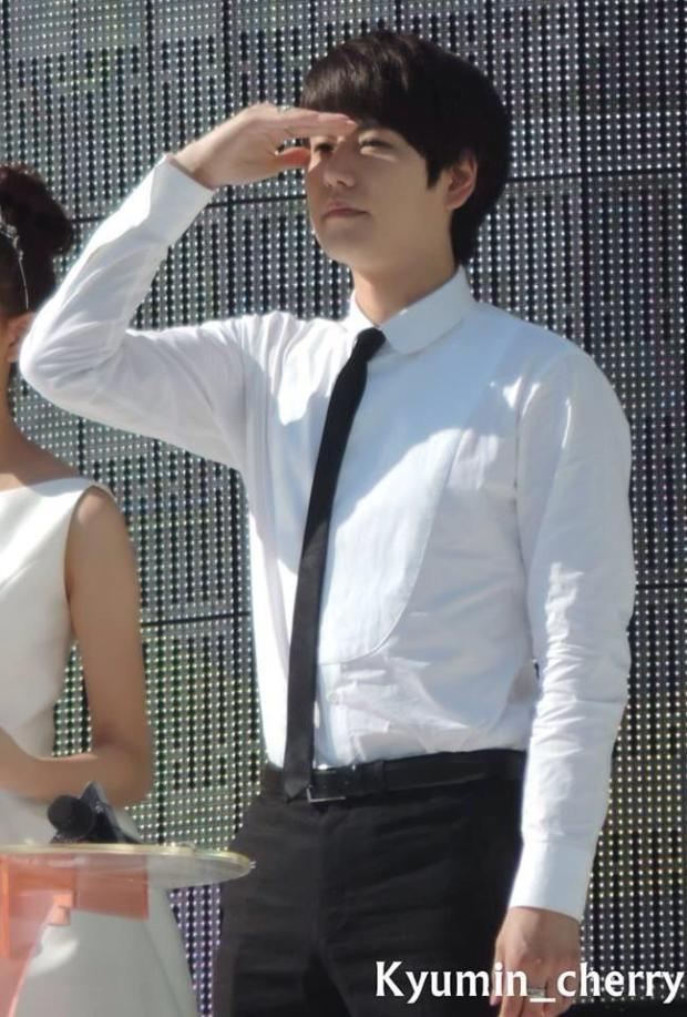 140906_Kyuhyun_MusicCore_Kyumin_cherry (22)