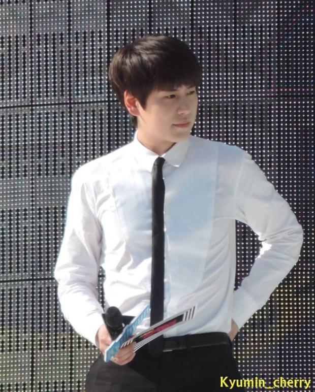 140906_Kyuhyun_MusicCore_Kyumin_cherry (28)