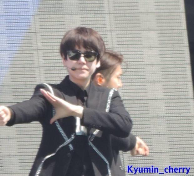 140906_Kyuhyun_MusicCore_Kyumin_cherry (7)