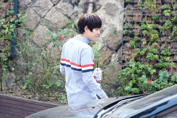 140907_Kyuhyun_Mom_House_sneezesKyu (2)