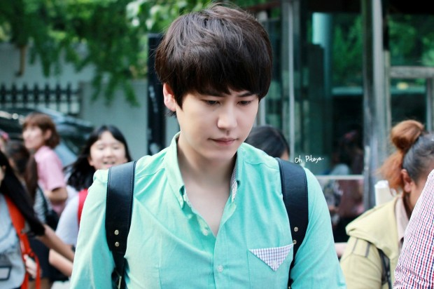 140912_kyuhyun_after_music_bank (1)