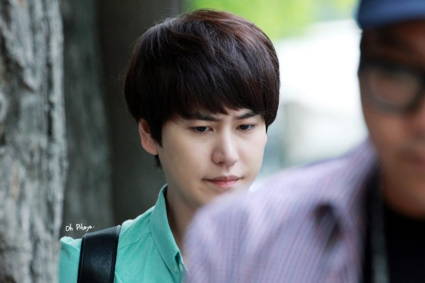 140912_kyuhyun_after_music_bank (2)