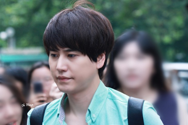 140912_kyuhyun_after_music_bank (3)