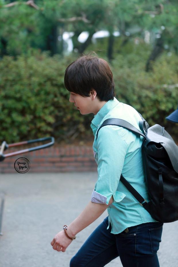 140912_kyuhyun_after_musicbank_DeepDark (2)