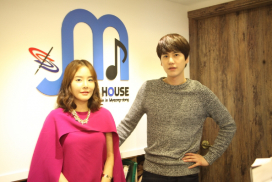 141010-official-momhouse1