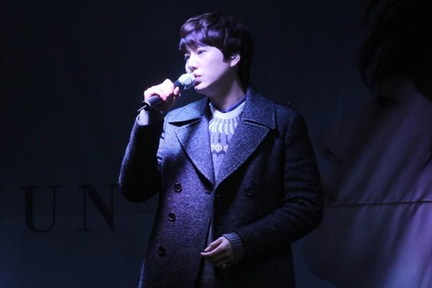 141128_kyuhyun_sueprise_mini_concert_ELF依_传说中的YY (10)