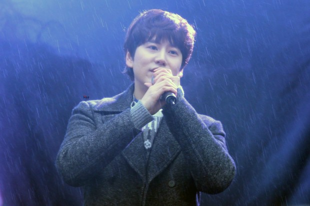 141128_kyuhyun_sueprise_mini_concert_ELF依_传说中的YY (14)