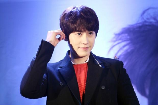 141128_kyuhyun_sueprise_mini_concert_ELF依_传说中的YY (2)