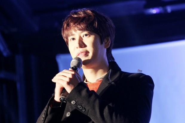 141128_kyuhyun_sueprise_mini_concert_ELF依_传说中的YY (5)