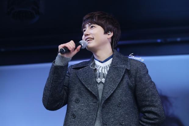 141128_kyuhyun_surprise_Mini_Concert (1)