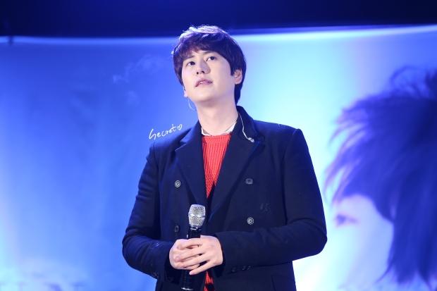 141128_kyuhyun_surprise_Mini_Concert (3)