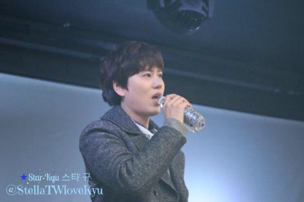 141128_kyuhyun_surprise_mini_concert (4)