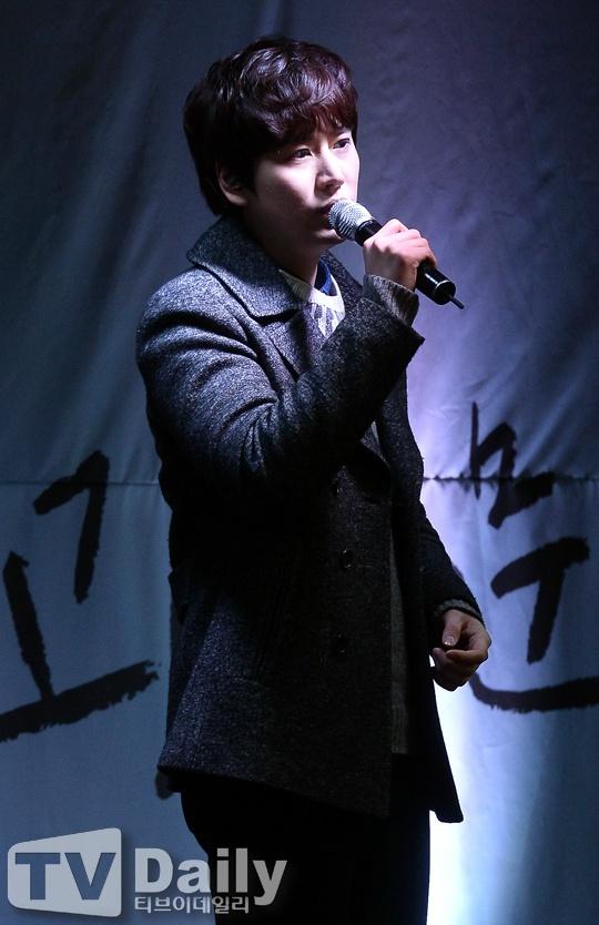 141128_kyuhyun_surprise_mini_concert (5)