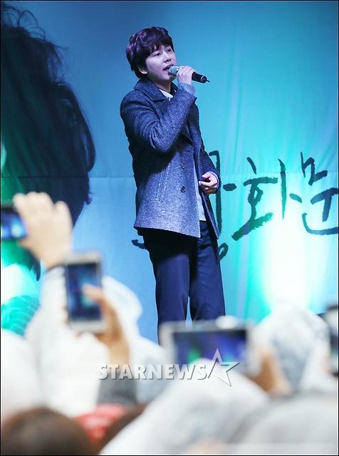 141128_kyuhyun_surprise_mini_concert