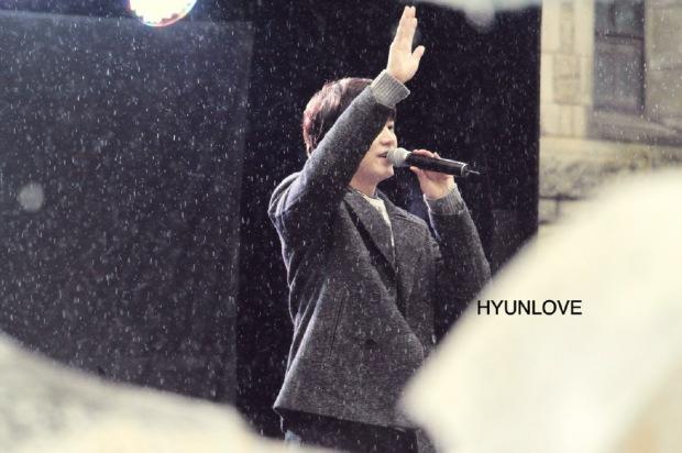 141128_kyuhyun_surprise_mini_concert_ (1)
