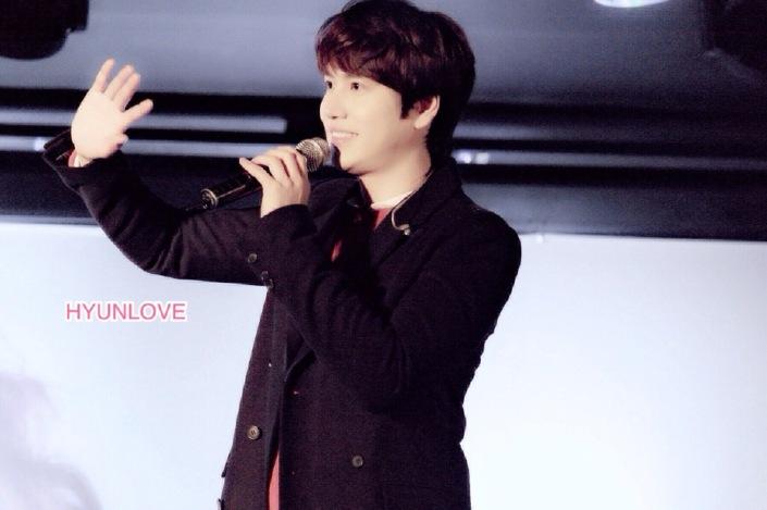 141128_kyuhyun_surprise_mini_concert_