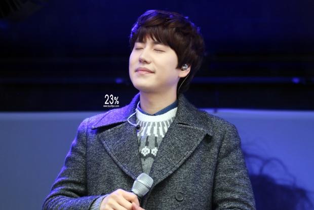 141128_kyuhyun_surprise_mini_concert_emhwa (1)