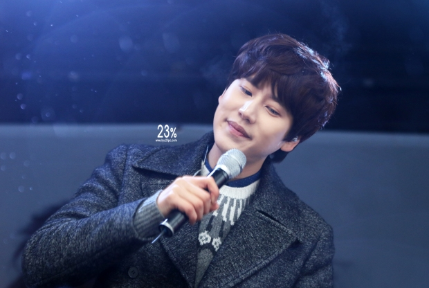 141128_kyuhyun_surprise_mini_concert_emhwa
