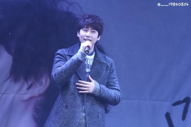 141128_kyuhyun_surprise_mini_concert_emhwa__19840824 (1)