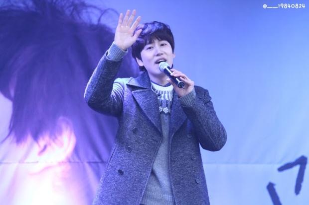 141128_kyuhyun_surprise_mini_concert_emhwa__19840824