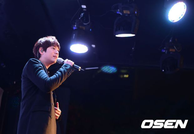 141128_surprise_concert_kyuhyun (3)