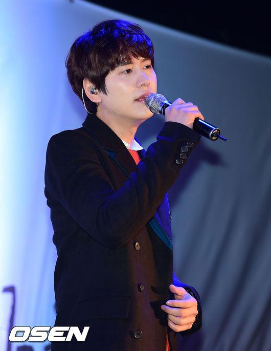 141128_surprise_concert_kyuhyun (8)
