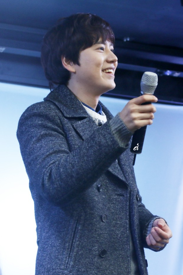 141128_surprise_mini_concert_kyu (1)