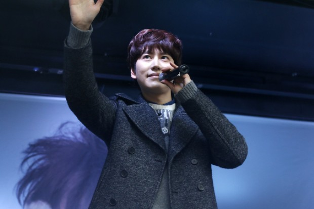 141128_surprise_mini_concert_kyu (2)