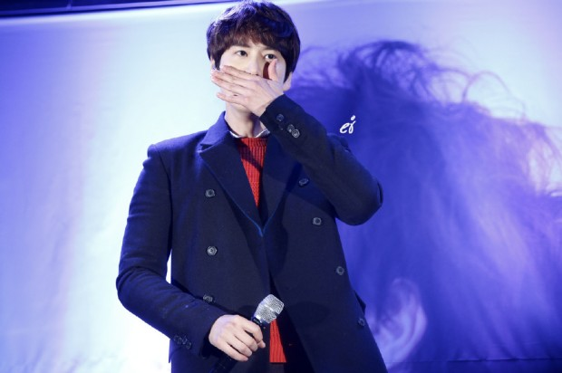 141128_surprise_mini_concert_kyu (7)