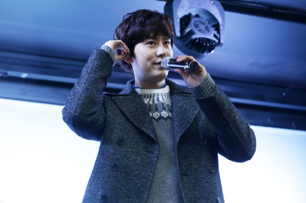 141128_surprise_mini_concert_kyu