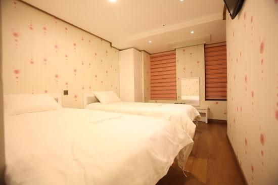 RoomC2_6
