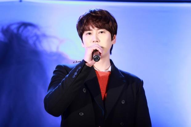 141128_kyuhyun_Mini_Concert_coex_ewha (11)