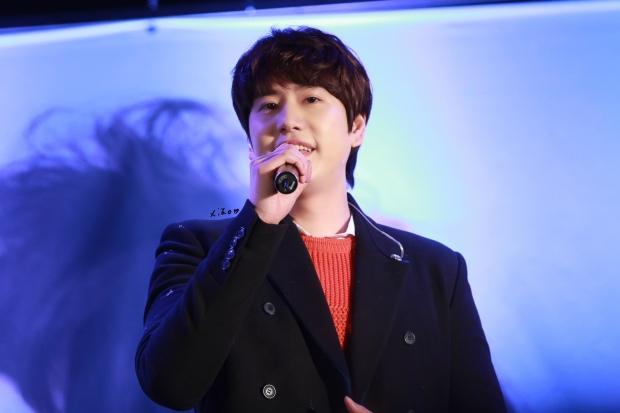 141128_kyuhyun_Mini_Concert_coex_ewha (8)