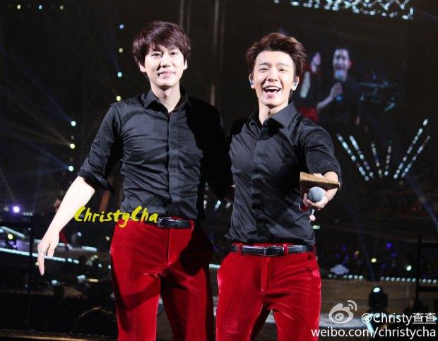 141129_SS6_Taiwan_Kyuhyun_donghae (1)