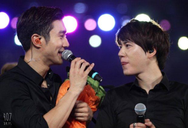 141129_SS6_Taiwan_Kyuhyun_Siwon (3)