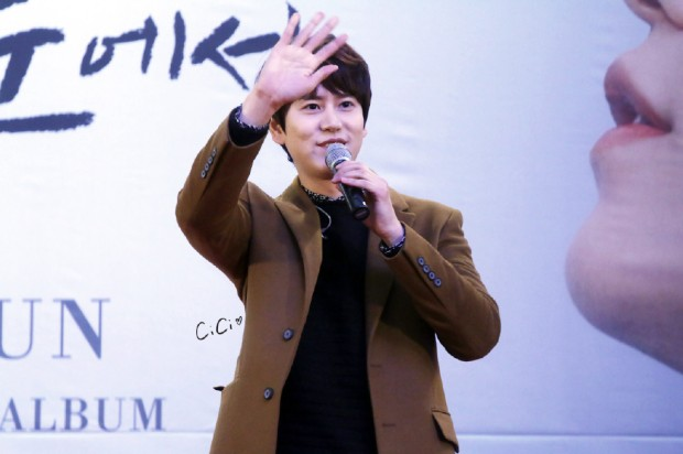 141203-kyuhyun_mini_concert-fansign (4)
