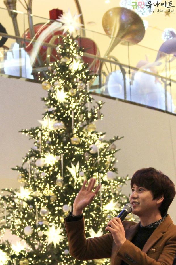141203_kyuhyun_mini_concert_fan_signing (1)