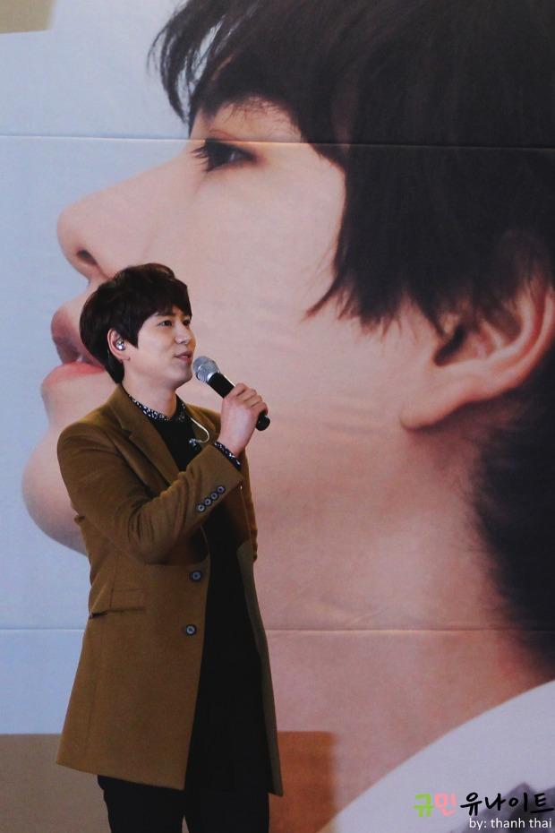 141203_kyuhyun_mini_concert_fan_signing (11)