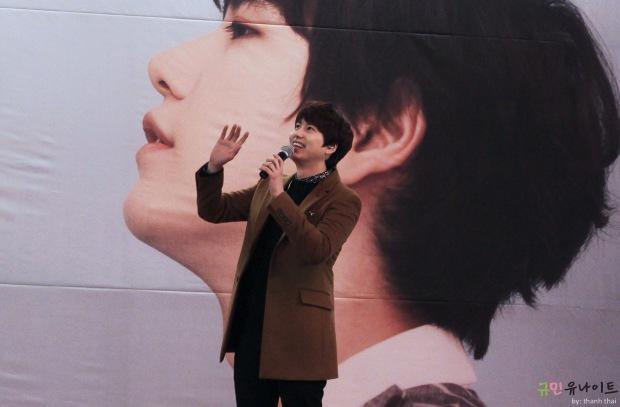 141203_kyuhyun_mini_concert_fan_signing (3)
