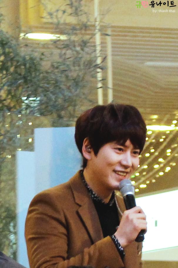141203_kyuhyun_mini_concert_fan_signing (4)