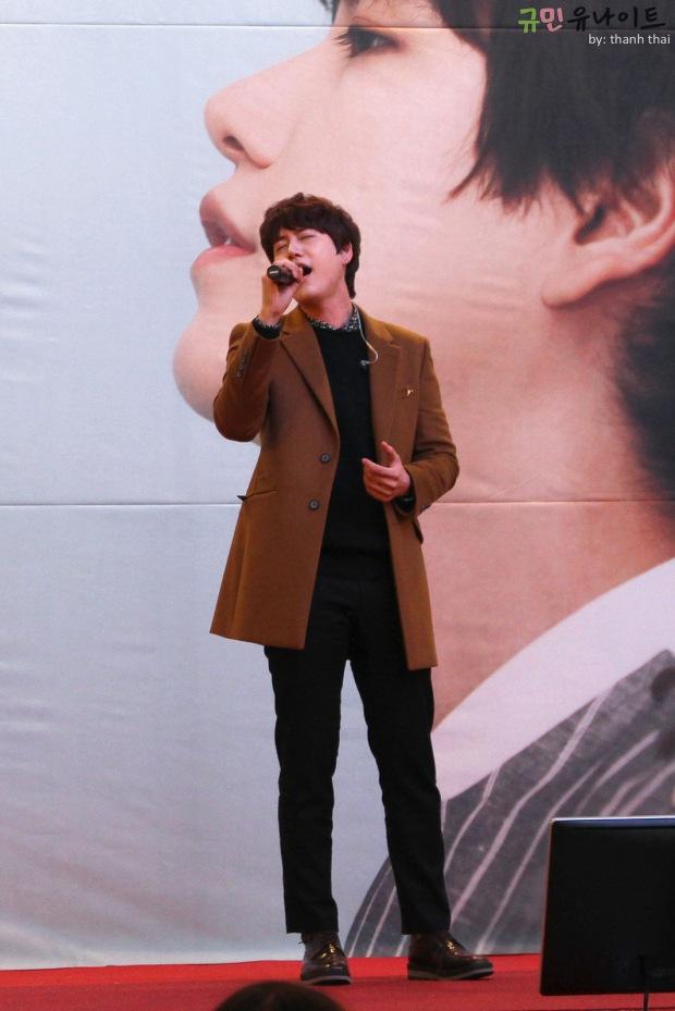 141203_kyuhyun_mini_concert_fan_signing (5)