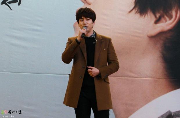 141203_kyuhyun_mini_concert_fan_signing (6)