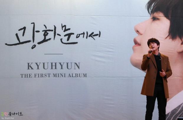 141203_kyuhyun_mini_concert_fan_signing (7)