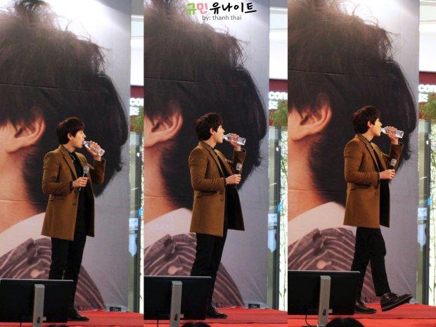 141203_kyuhyun_mini_concert_fan_signing