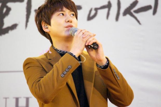 141203_kyuhyun_mini_concert_lotte_mall (15)