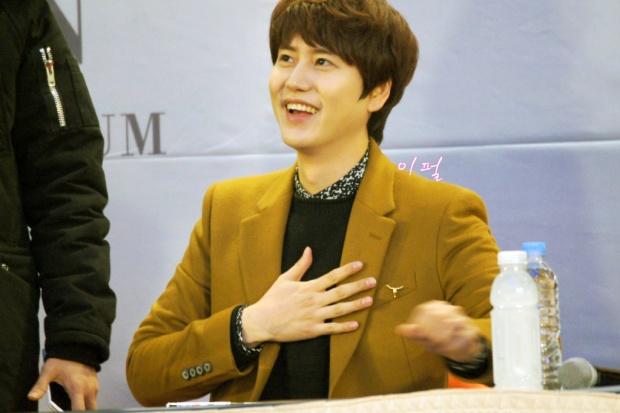 141203_kyuhyun_mini_concert_lotte_mall (18)
