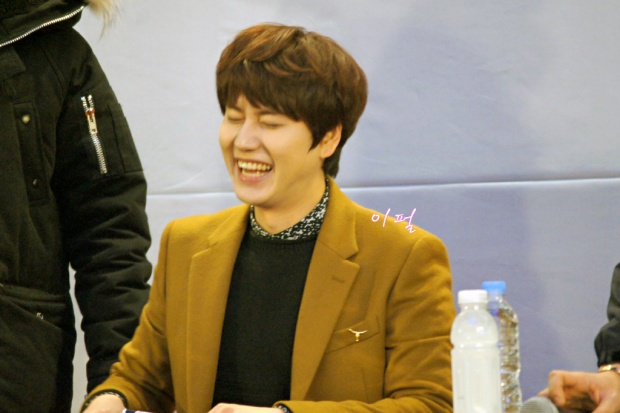 141203_kyuhyun_mini_concert_lotte_mall (2)
