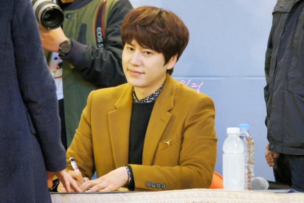 141203_kyuhyun_mini_concert_lotte_mall (25)