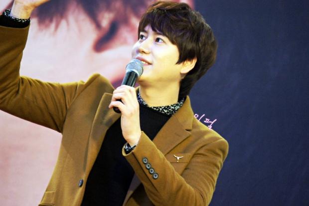 141203_kyuhyun_mini_concert_lotte_mall (29)